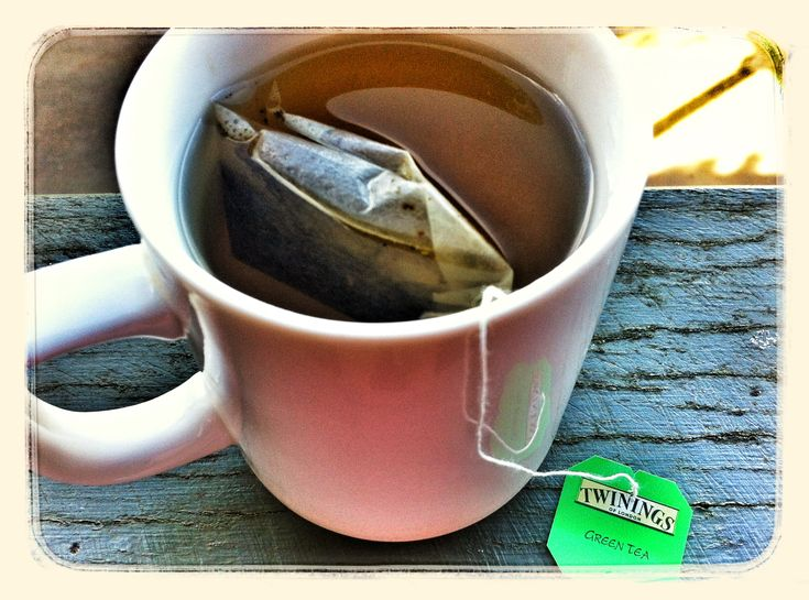 Today I'm starting my day (and 2013!) with a green tea. Green Tea greatly improves digestion and can be used as a digestive aid to cut fats and oils from rich meals. It can also be used to alleviate gastro, diarrhoea and calms bowel inflammation (conditions such as gastritis, enteritis, crohns and IBD). Wind is also alleviated too! In TCM we talk about green tea opening the meridians and invigorating the constitution. For the most health promoting benefits, only lightly steep.   #instahealth…