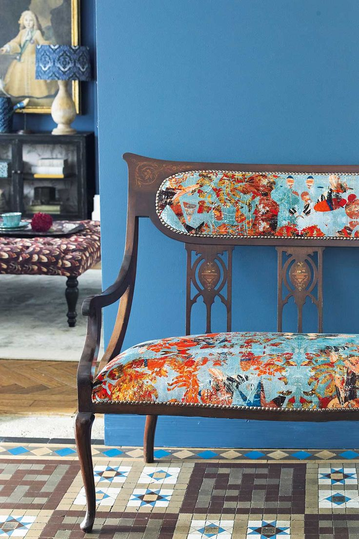 Eccentric Style Delights In Combining Unexpected Design Elements A Vintage Salon Sofa Covered An