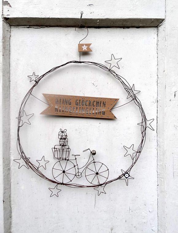 Der niedlichste Türkranz für den Winter! Fein, aus handgebogenem Draht mit Hirsch oder mit Geschenken bepacktem Fahrrad.