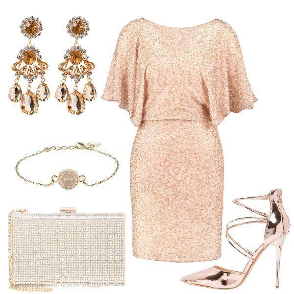 Outfit per una festa composto da vestito corto con maniche ampie in una particolare tonalità di rosa, scarpe con tacco vertiginoso rosa dorato effetto specchio, maxi orecchini pendenti, clutch dorata con catena e bracciale con logo.
