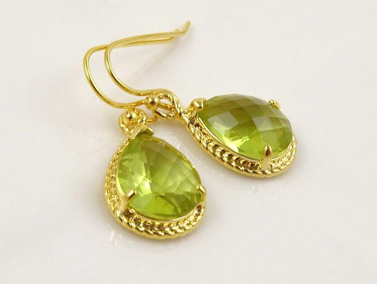Ohrhänger - Gold Einfache Tropfen Grünes Peridot Ohrringe  - ein Designerstück von Crystalshadow bei DaWanda