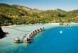 Malolo, es una pequeña isla del Pacífico situada al oeste de las Fiyi, en el archipiélago Mamanuca. La isla de origen volcánico esta rodeada de numerosos arrecifes de coraly playasde…