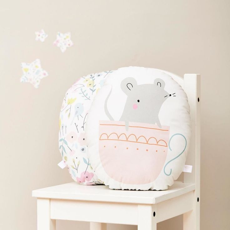 We're just a little bit in love with this sweet mousse cushion from our Little Cube Little Cloud collection. Happy Saturday xx