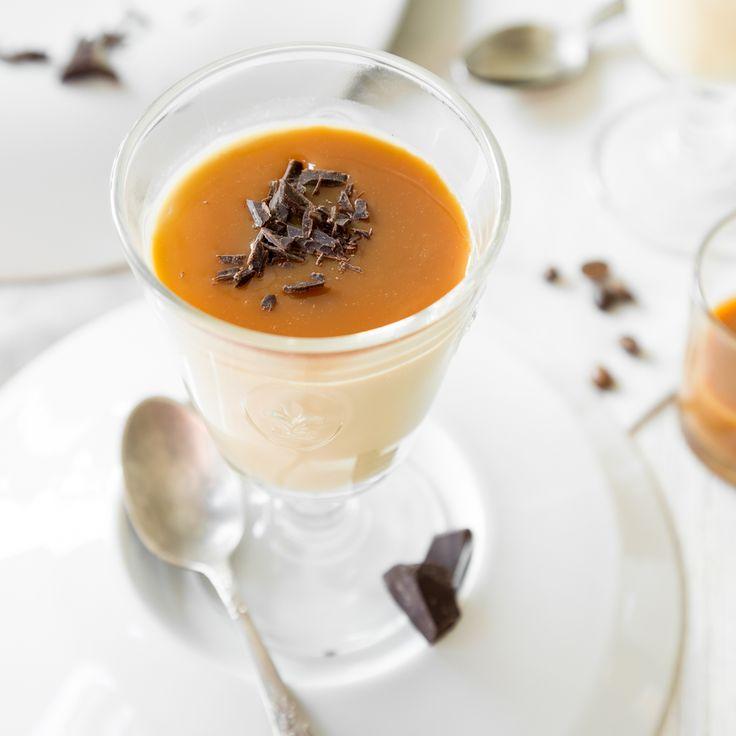 Ein leckerer Nachtisch gepaart mit einem guten Espresso, dazu Karamell und Schokoraspel. Löffel für Löffel Dolce Vita!