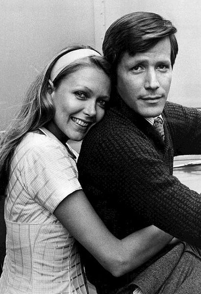 Peter Strauss as Rudy Jordache and Susan Blakely as Julie Prescott from the 1976 television miniseries Rich Man, Poor Man.