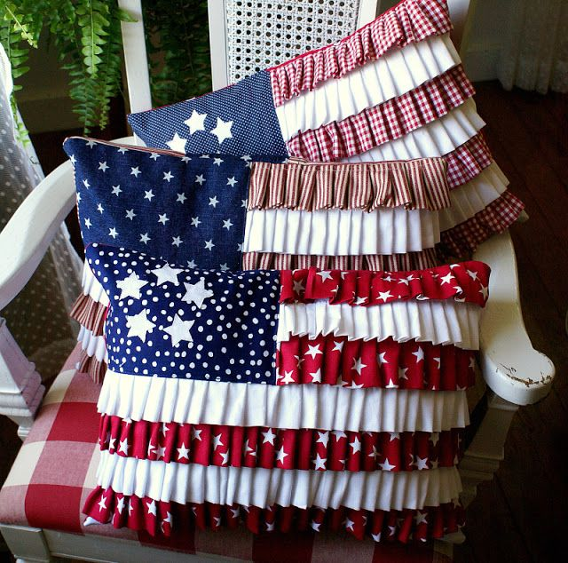 Cute ruffle pillows for the forth of July. Am totally making these this year!