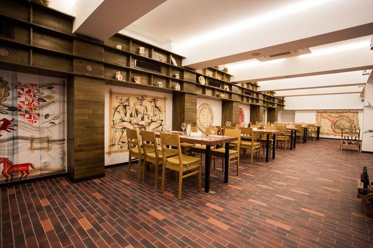 La Bordei - Cu o capacitate de 145 de locuri, restaurantul La Bordei reprezintă locația perfectă pentru întâlniri de afaceri, mese în familie, cine romantice sau cocktail-uri cu prietenii,…