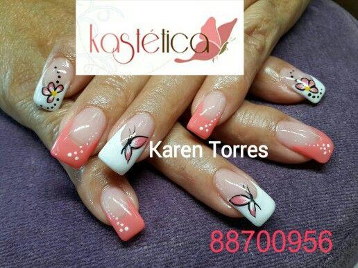 Set uñas moldeadas con esmalte de larga duración.