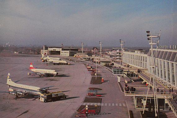 Blick auf den so genannten Flughof in den 1960er Jahren - die Wasserbecken dienten der Verbesserung der Luftqualität - Foto: Archiv Flughafen Schwechat