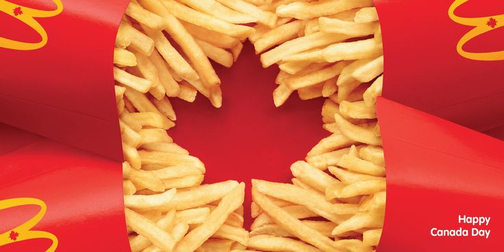 Case: Flag マクドナルドがカナダで、2014年の「カナダの日」(毎年7月1日)に合わせて実施したプリント広告をご紹介。 そのクリエイティブがこちらです。 四方に置かれた「ポ