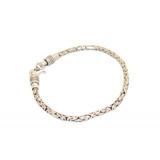 Silver bracelet for women and men give style and luxury for all looks. Fancy and fashionable this bracelet has proven most successful complements for your style. http://www.rajsi.in/products/bracelets.html