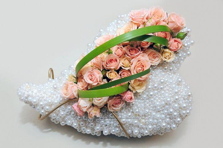 СЕРДЦЕ ИЗ ЖЕМЧУГА И НЕЖНЫХ РОЗ. Заказ цветов в Киеве. Цветочный интернет магазин Тюльпания