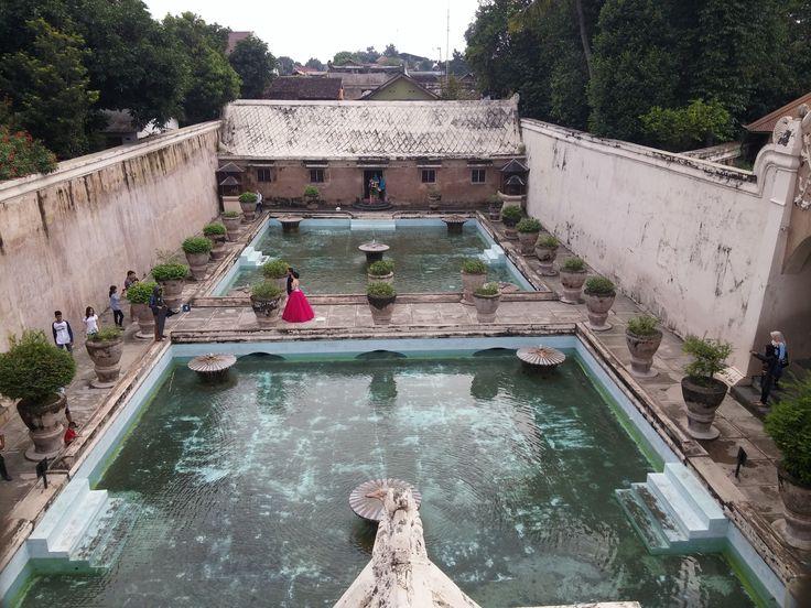 De baden in de Taman Sari.