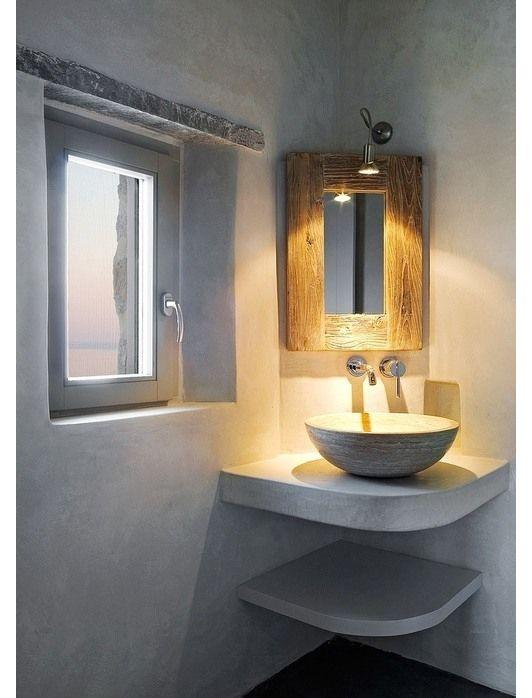 reforma baño pequeño con lavabo de diseño sobre encimera en esquina de acabado microcemento - presupuestON.com