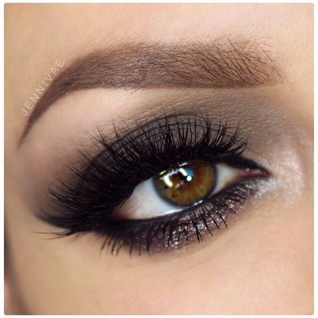 Ojos ahumados para un look elegante y natural.