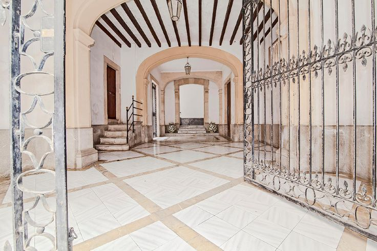 Spectacular manor house in the Old Town of Palma #mallorca #house #realestate #palma #property