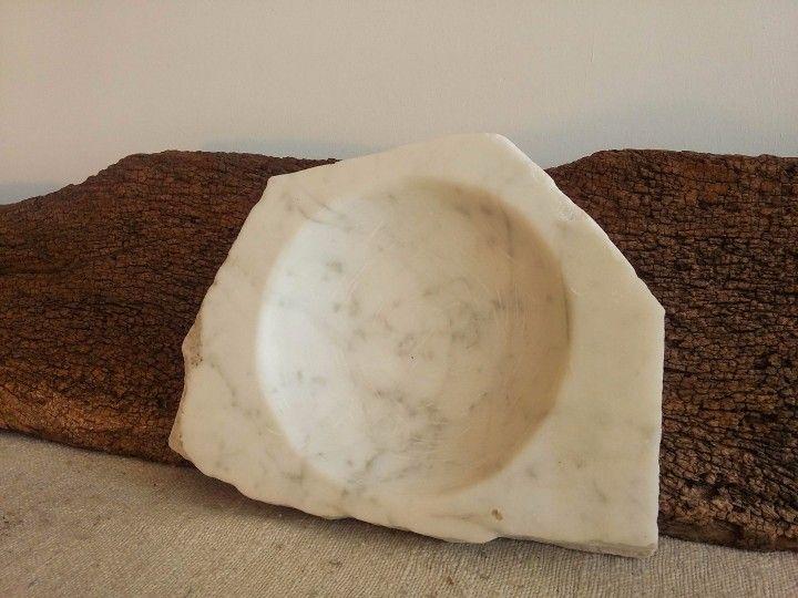 Lindo mármol de carrara llegado del cielo. Tallado y pulido.      ÚNICO
