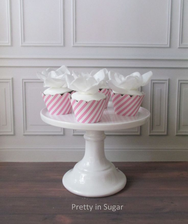 Wafer paper flowers cupcakes