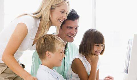 """Lee nuestra nota para este lunes: """"Relación entre padres e hijos adolescentes"""". Criar hijos adolescentes conlleva satisfacciones y desafíos.Todavía necesitan que los amemos, que los orientemos y que nos divirtamos con ellos. Además, podemos sentir mucha satisfacción y felicidad a través de nuestra relación con ellos. https://www.facebook.com/notes/fomentando-valores-por-un-mundo-mejor-ツ/relación-entre-padres-e-hijos-adolescentes-en-pocas-palabras/678298878935146"""