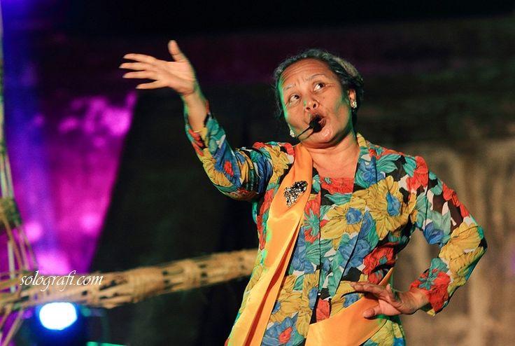 Wahyu Inong Widayati: Parodi Sahita