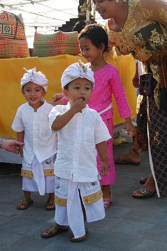Balinese children Tanah lot