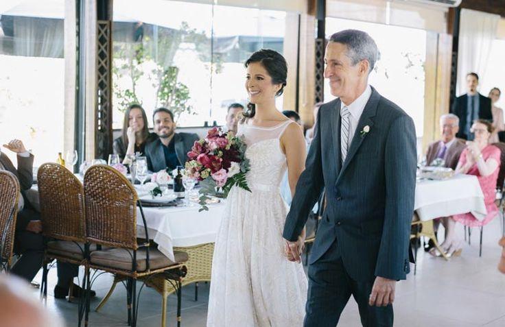 Uma cerimônia diurna, em um restaurante de Brasília, com uma decoração deslumbrantemente romântica. Assim foi o casamento da Ludmila e do Vitor. Os noivos decidiram fazer o casamento somente no civil em um sábado às…
