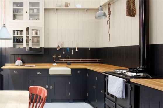 Canalisations en cuivre apparentes pour une touche d'originalité dans la cuisine / Copper pipes in the kitchen, a touch of originality #copper #cuivre #kitchen #cuisine