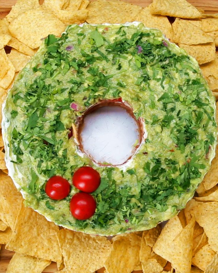 5-Layer Wreath Dip They used Tex Mex Dip but I am using my most popular Mediterranean Layered Dip on www.hollyclegg.com or www.thehealthycookingblog.com which is healthier, wonderful option. Such a great #Christmas idea