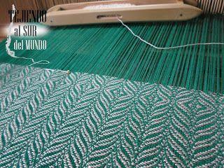 Centro de mesa en el telar. Green runner in loom.