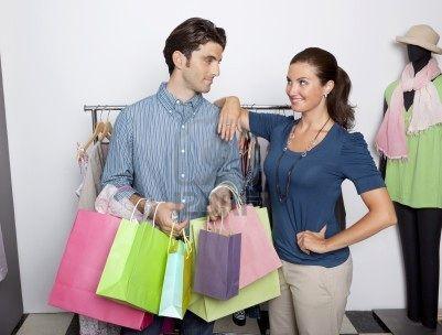 VAMOS DE COMPRAS De ser necesario también se recomendara la compra de algunas prendas básicas que necesite para completar su vestidor y hacerlo mas funcional, el asesoramiento puede completarse con el servicio de Personal Shopper, vamos de compras para darle un cierre perfecto a la actualización de su estilo.