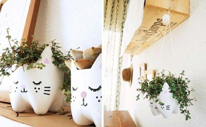 pots de fleurs chats, idée comment faire un jardin suspendu et que faire avec des bouteilles en plastique