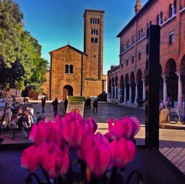 Piazza San Francesco E Basilica Di San Francesco Viste Dai Portici Di Via  Corrado Ricci Durante