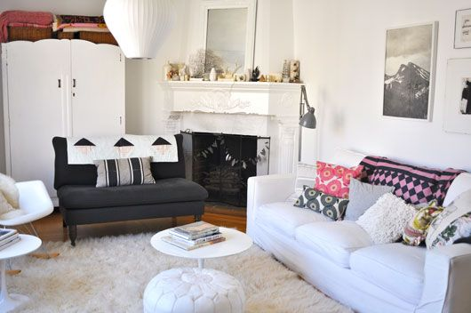 So thrilled to see my Flower Fields cushions in the recently rearranged home of @sfgirlbybay / victoria smithVictoria Interiors, Living Rooms, Living Room Lov, Livingroom, Fields Cushions, Flower Fields, Victoria Smith, Interiors Decor, Decor Interiors