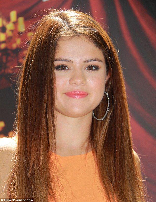 Sel... your hair looks absolutely beautiful :-) #SelenaGomez #HotelTransylvania #fashion #music and #movies   Hardly vampire chic! Selena Gomez dyes hair auburn for Hotel Transylvania launch