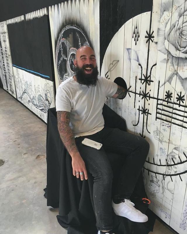 Famous Tattoo Artist Offers To Ink People For FREE If They Agree To Put Their Arms In A Hole For A Surprise