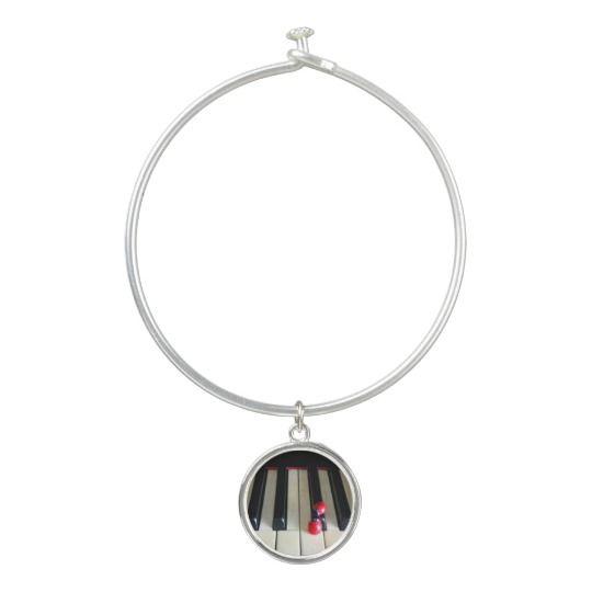 Piano - Nostalgia Bangle Bracelet With Round Charm