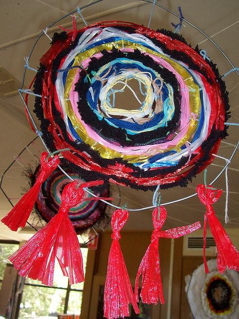 Coat hanger weaving art project ideas weaving for Coat hanger art projects