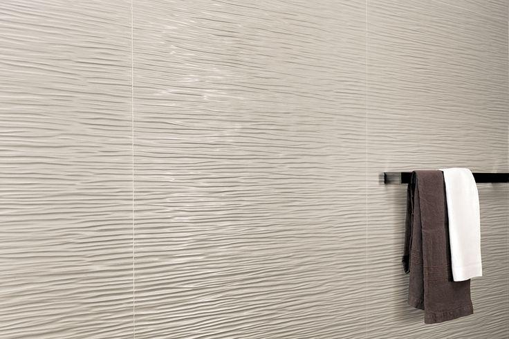 """Da oggi nel negozio online la Serie Atlas Concorde 3D Wall Design """"Arty Milk Wave Matt 80"""" 40 x 80 Onde vibranti e sottili caratterizzano la superficie ceramica tridimensionale ispirata a un tessuto increspato, dalla personalità giovane e moderna. Grazie all'effetto della luce, le raffinate e sottili onde del rivestimento creano un incessante susseguirsi di increspature, per pareti dinamiche e attuali."""