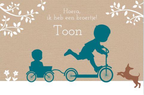 Hoera, ik heb een broertje! Geboortekaartje met grote en kleine broer en step op kraft. Zelf kleuren, proefdruk €1,- verzenden gratis bij JilleJille.nl