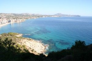 Moraira is one of the smaller beach resorts on the Costa Blanca. Located in the middle between Valencia and Alicante it has easy access to both those cities international airports. Moraira itself lives a quiet life as one of the smallest beach resorts on the Costa Blanca built around a the original village and a relatively limited but very well maintained and attractive sandy beach