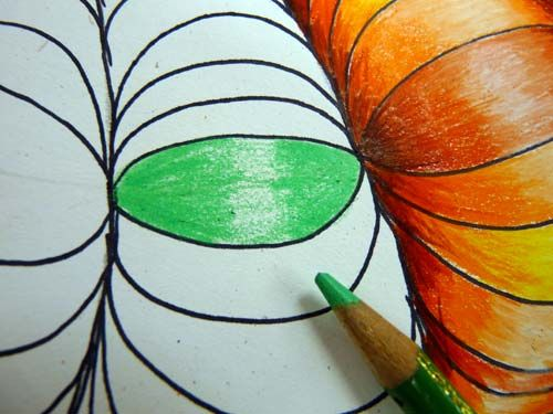 Optical illusion Art made super easy using colour gradients and curved hatching.