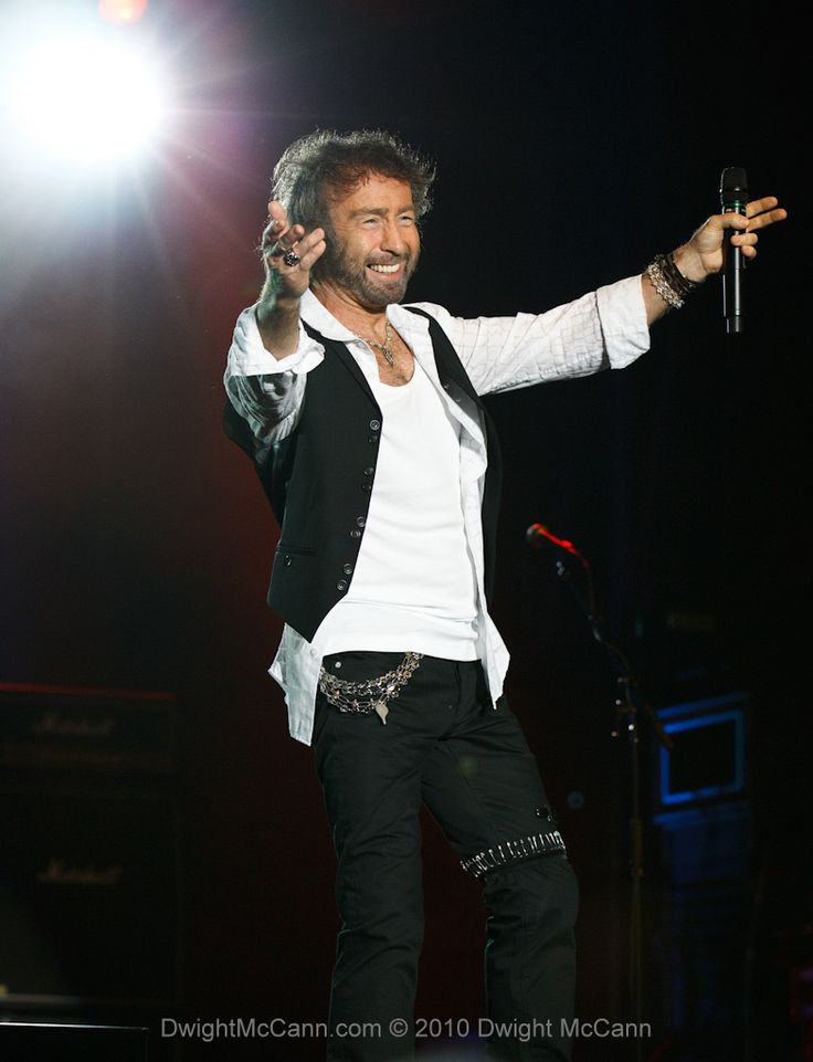 Paul Rodgers is an English singer, songwriter, musician and multi-instrumentalist. - Pesquisa Google.