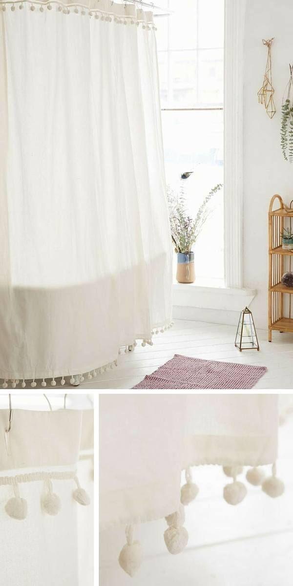Rideau de douche romantique à pompons  http://www.homelisty.com/idees-originales-salle-de-bains/