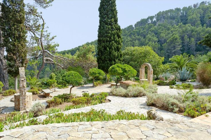Take strolls through this beautiful garden scenery with many differnt types of plants #spain #garden #south #palmtree #colorful