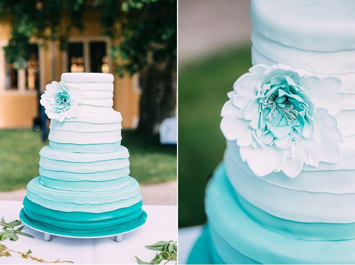 Hochzeitstorte in türkis von Bäckerei Rose aus Weimar. Wedding cake in turquoise.