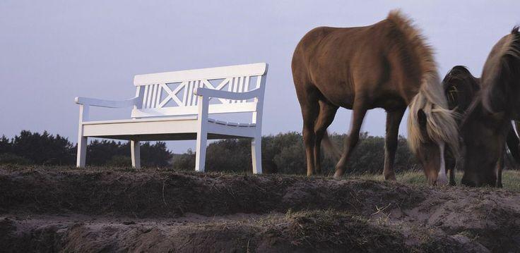 Drachmann Benk fra Skagerak  Den vakre og klassiske Drachmann-serien består av benker, stoler og bord - alt du trenger for å sette sammen din personlige hagegruppe: http://mobelgalleriet.no/produkter/231/drachmann/