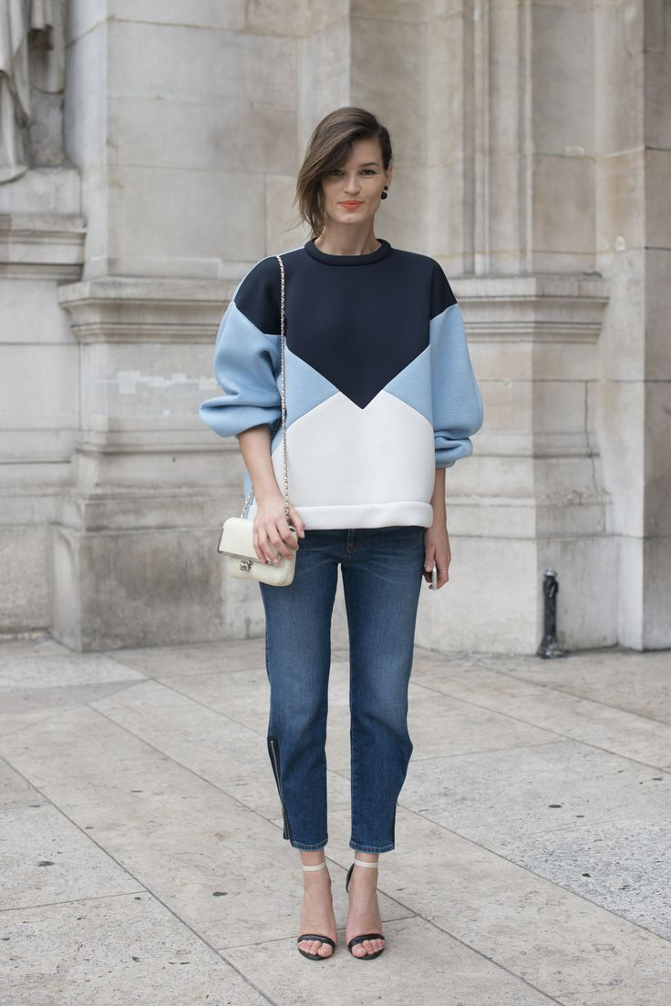 Hanneli Mustaparta wears a trendy sweatshirt with her denim, a cross-body bag and strappy heels // 13 Quick Tips For Dressing Up Your Jeans