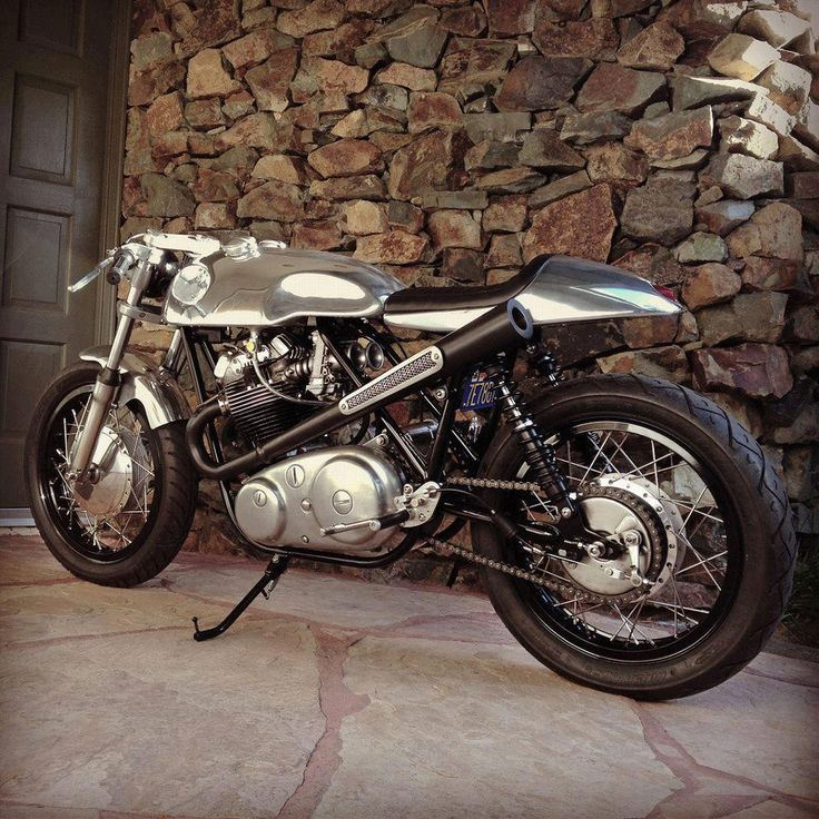 Amazing lines and a radical exhaust on this custom Norton 750 Commando.