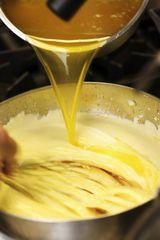 Adding clarified butter to Hollandaise sauce