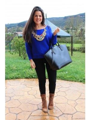 Mixingupclothes Outfit casual jersey azul electrico collares Invierno 2012. Combinar Bolso Negro ...